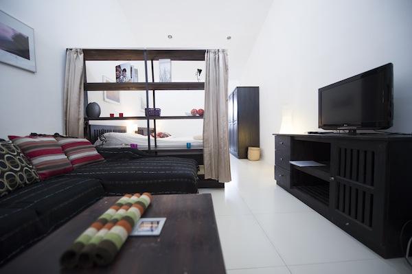 Deluxe Studio Apartment Living Room