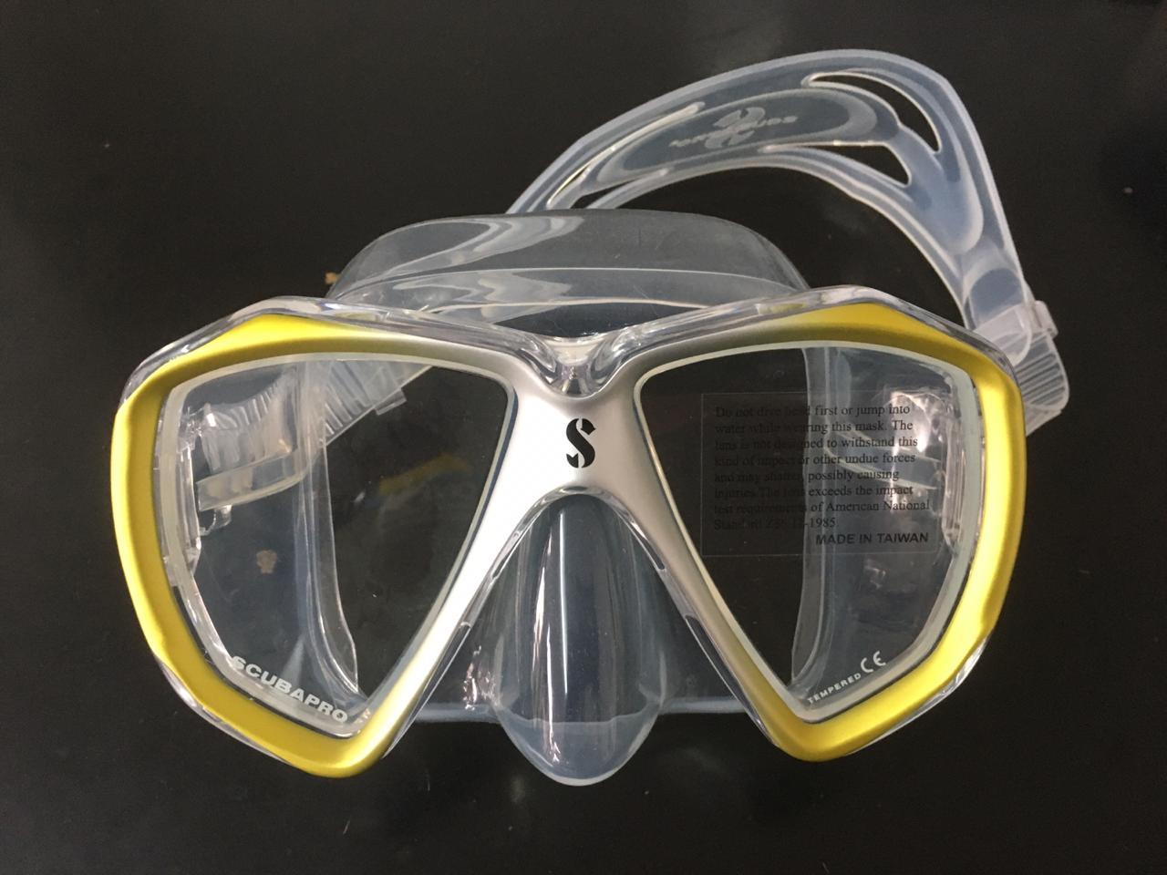 Scuba Masks: How Many Windows Do I Need?