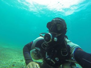 solo diver taking his own pic
